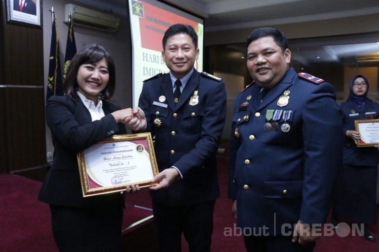Selalu Laporkan Orang Asing, Aston Cirebon Diganjar Penghargaan Oleh Kantor Imigrasi Cirebon