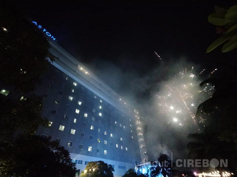 Pesta Kembang Api Malam Pergantian Tahun di Aston Cirebon Meriah dan Mewah