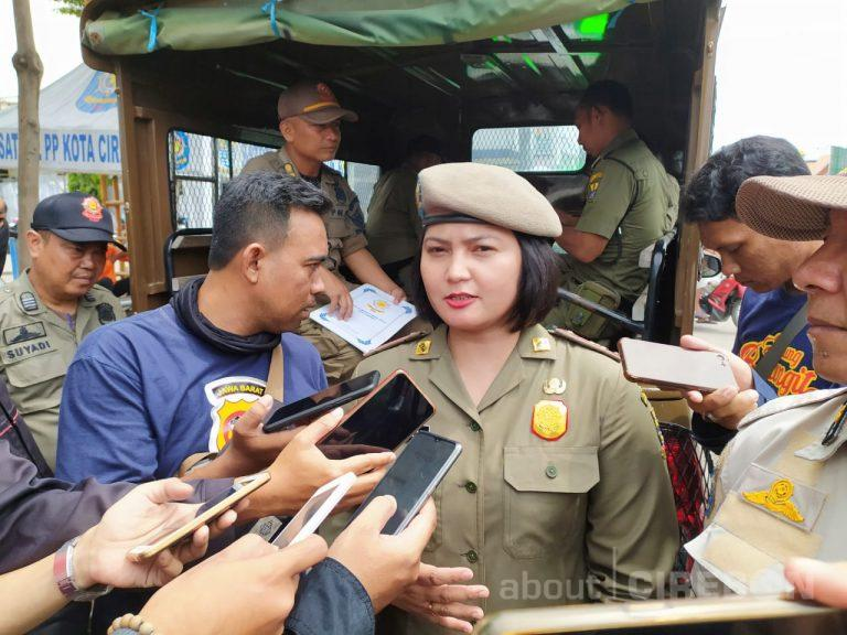 Satpol PP Kota Cirebon Pergoki Pelajar Yang Masih Nongkrong di Pusat Perbelanjaan