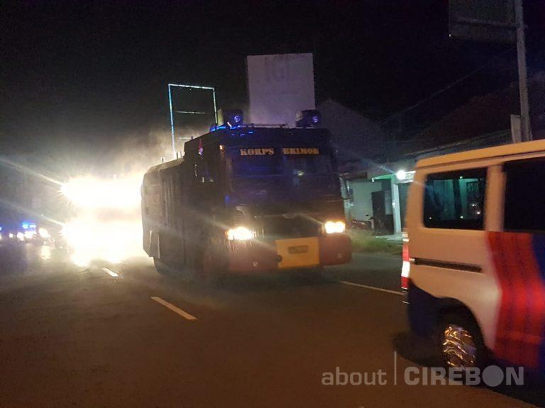 Dua Mobil Water Canon Dikerahkan Semprot Cairan Disinfektan di Jalanan Kota Cirebon