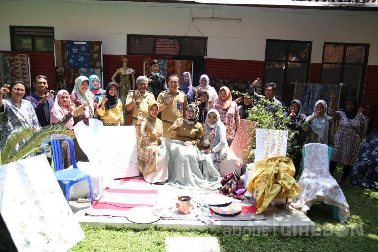 Jadi Sentra Kerajinan Batik Pewarna Alam, Kampung Kriyan Kota Cirebon Hasilkan Puluhan Motif