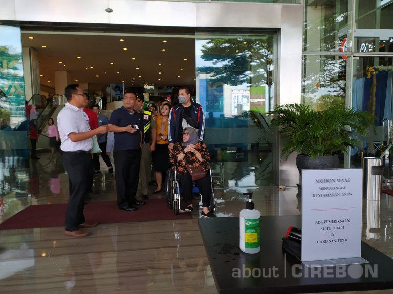 Tingkatkan Kewaspadaan Penyebaran Covid-19, Wali Kota Cirebon Tinjau Pusat Perbelanjaan dan Pasar Tradisional