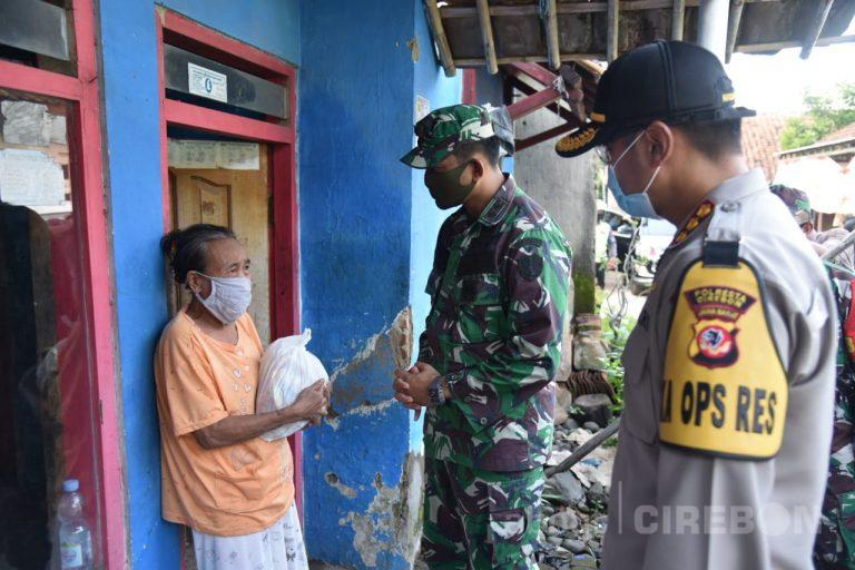 Polresta Cirebon Kembali Salurkan Ratusan Paket Sembako ke 6 Desa di Kabupaten Cirebon