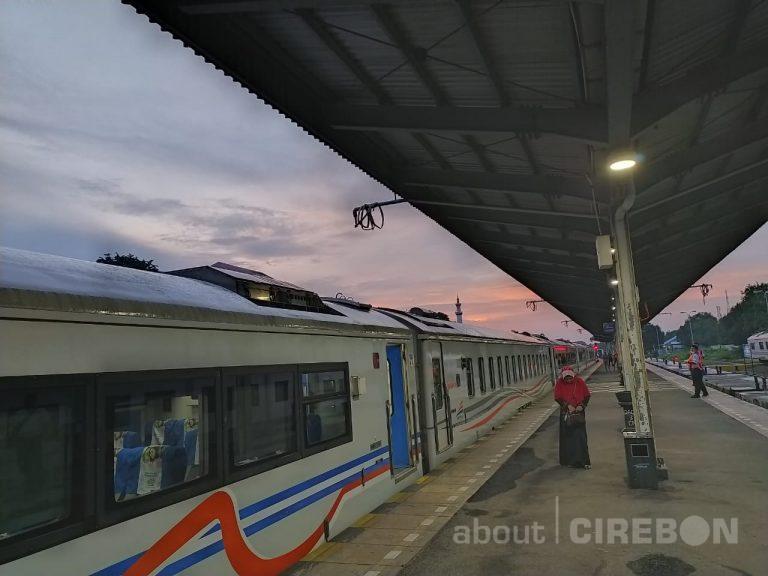 17 Ribuan Tiket Kereta Api di Daop 3 Cirebon Dibatalkan Akibat Pembatalan Perjalanan KA