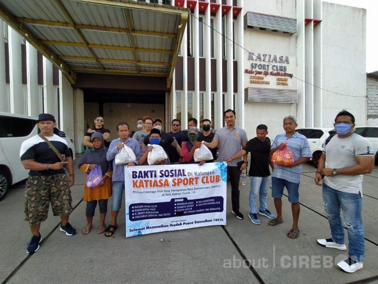 Anggota Gym Katiasa Sport Club Cirebon Salurkan Ratusan Paket Sembako