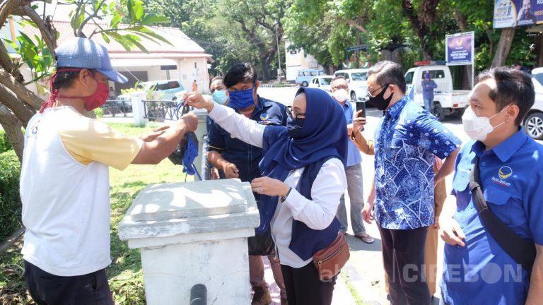 Peduli Covid-19 , DPD Partai NasDem Kota Cirebon Bagi Ribuan Masker dan Nasi