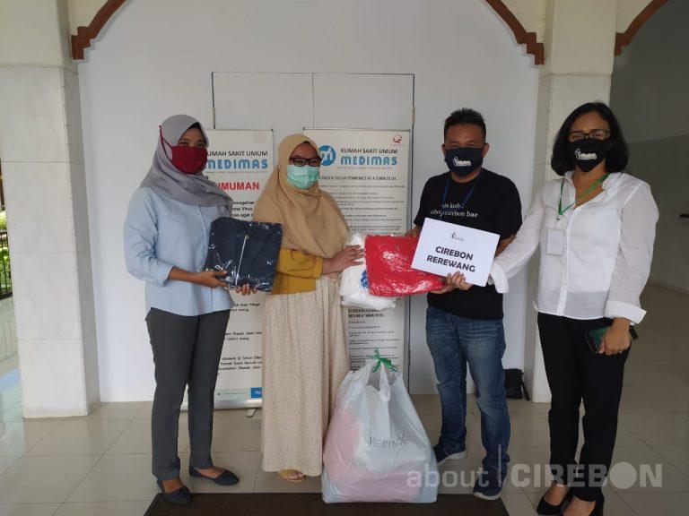 Yayasan Cirebon Rerewang Donasikan APD Hasil Donasi Gotong Royong