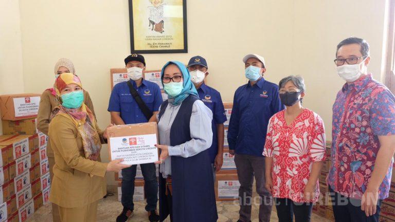 Beri Dukungan Tim Medis di Puskesmas Sekota Cirebon, DPD Partai NasDem Kota Cirebon Serahkan Bantuan