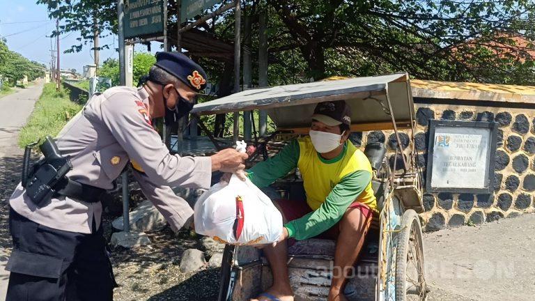 Kompi 4 Satbrimob Polda Jabar Kembali Salurkan Sembako dan Masker