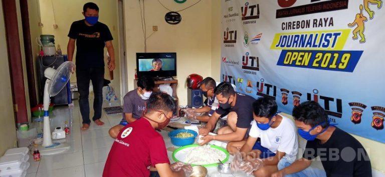 Masak Bersama, Jurnalis Cirebon Distribusikan Makan Gratis Untuk Pekerja Harian
