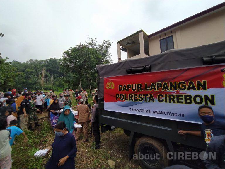 Polresta Cirebon Bagikan Ratusan Makanan di Desa Kerandon Kabupaten Cirebon