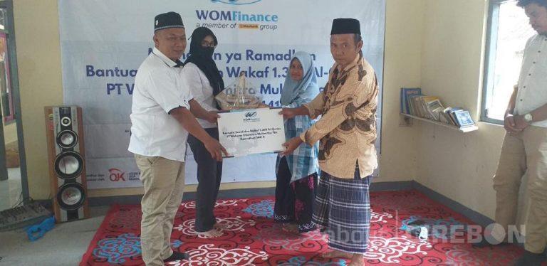 Bulan Ramadhan, WOM Finance Kuningan Donasikan Al-Quran dan Sembako