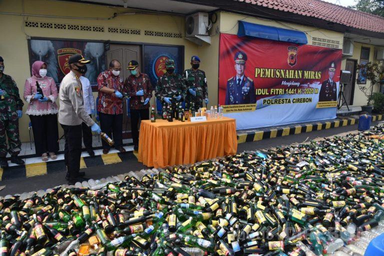 Polresta Cirebon Musnahkan Ribuan Minuman Keras Hasil Razia