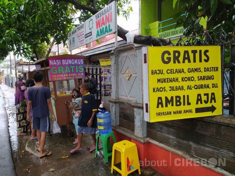 Setiap Hari, Yayasan Wani Amal Cirebon Sediakan Nasi dan Pakaian Gratis