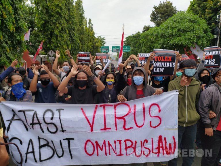 Mahasiswa di Cirebon Gelar Aksi Tolak Omnibus Law