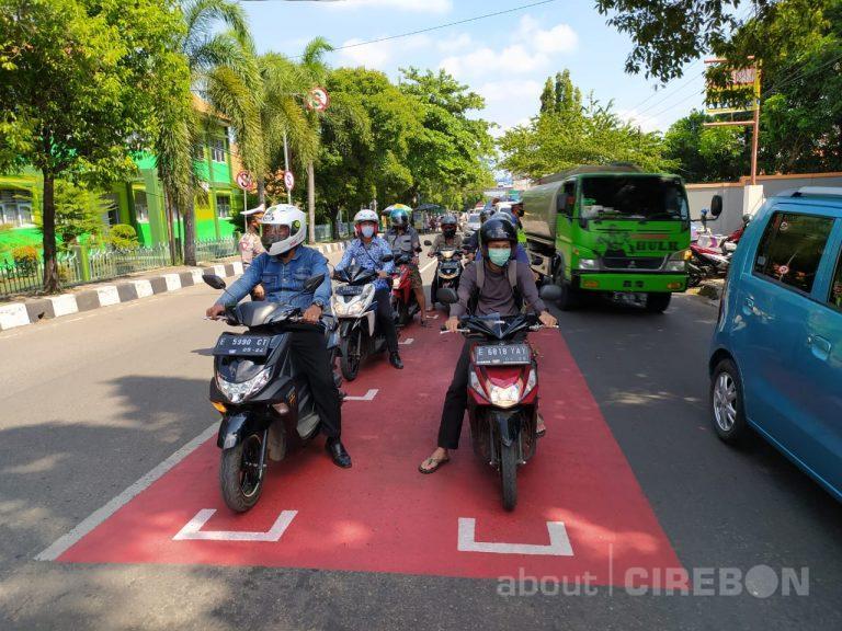 Satlantas Polresta Cirebon : Kendaraan Roda Empat Berhenti di Belakang RHK