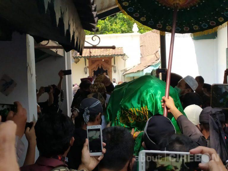 Jenazah Sultan Sepuh XIV Tiba Di Keraton Kasepuhan Disambut Gema Tahlil