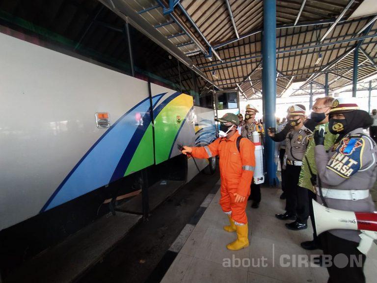 Satlantas Polres Cirebon Kota Berikan Edukasi dan Penyemprotan Disinfektan di Terminal Harjamukti