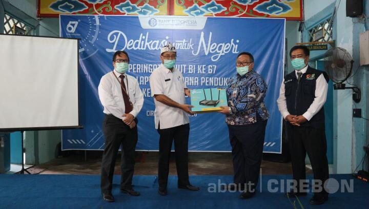 Bank Indonesia Cirebon Berikan Bantuan Pendukung Belajar di SMPN 15 Kota Cirebon