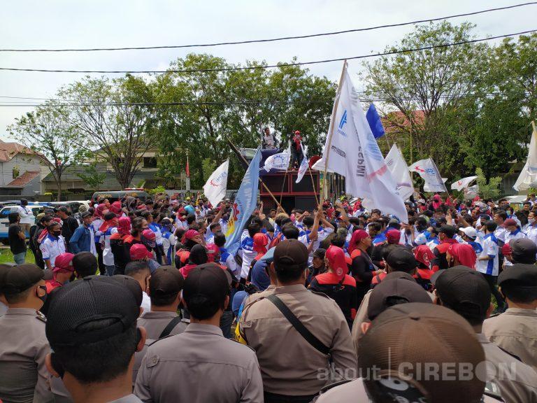 Ratusan Pekerja FSPMI Datangi Disnaker Kabupaten Cirebon, Ini Tuntutannya