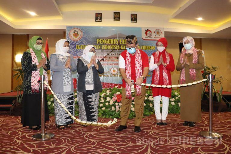 Bupati Cirebon Minta Bidan Kawal Pencegahan Covid-19 di Tingkat Desa