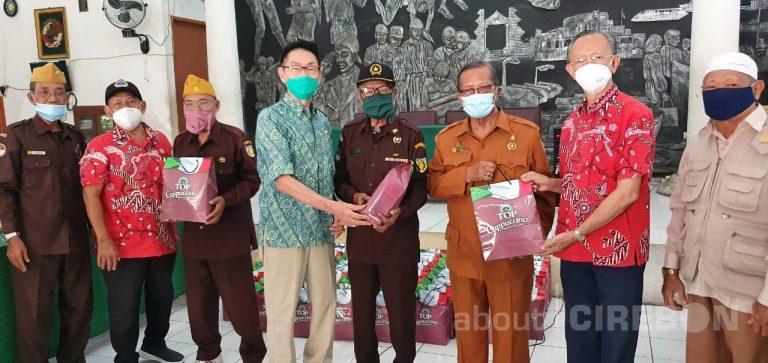 PSMTI Cirebon Serahkan 77 Paket Bantuan Untuk Anggota Veteran
