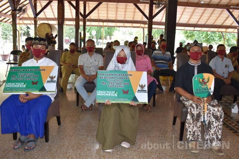 Masyarakat Kabupaten Cirebon Dapat Bantuan Zakat Rp 2,7 Milyar