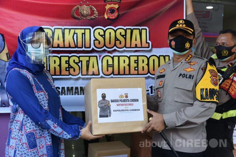 Polresta Cirebon Salurkan Bantuan APD ke RS Sumber Kasih