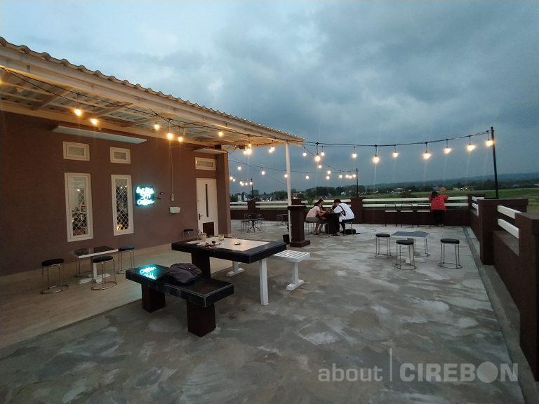 5PM Coffee Hadirkan Konsep Rooftop Dengan View Gunung Ciremai