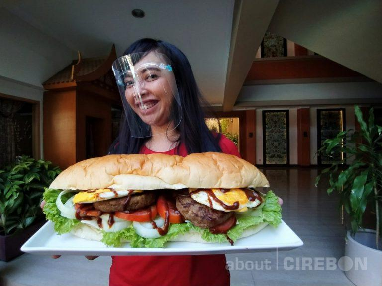 Bentani Hotel Cirebon Hadirkan Menu Giant Burger dan Korokke Saba