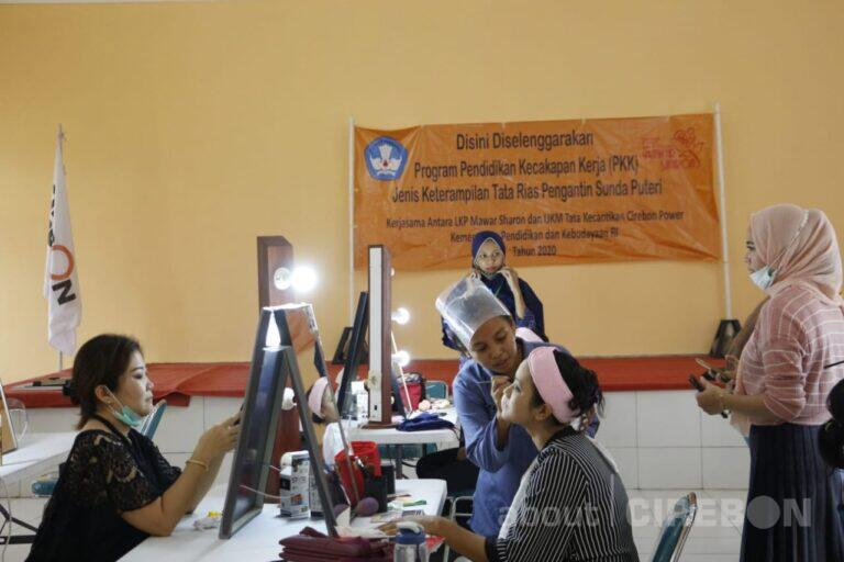 LKP Mawar Sharon Gelar Pelatihan Tata Rias Pengantin  