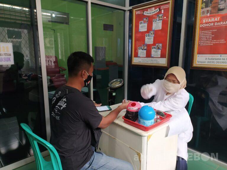 Stok Darah PMI Cirebon Menipis , Puluhan Jurnalis Cirebon Donorkan Darahnya