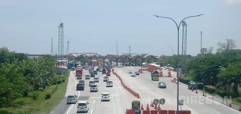 Lonjakan Volume Kendaraan Mulai Terjadi di Gerbang Tol Palimanan