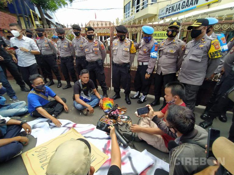 Jurnalis Cirebon Gelar Aksi Solidaritas di Markas Polres Cirebon Kota