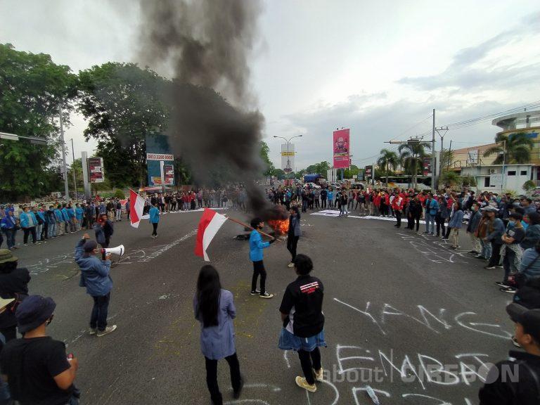 Inilah 3 Tuntutan Aksi Unjuk Rasa Gerakan Mahasiswa Cirebon di Jalan Nasional