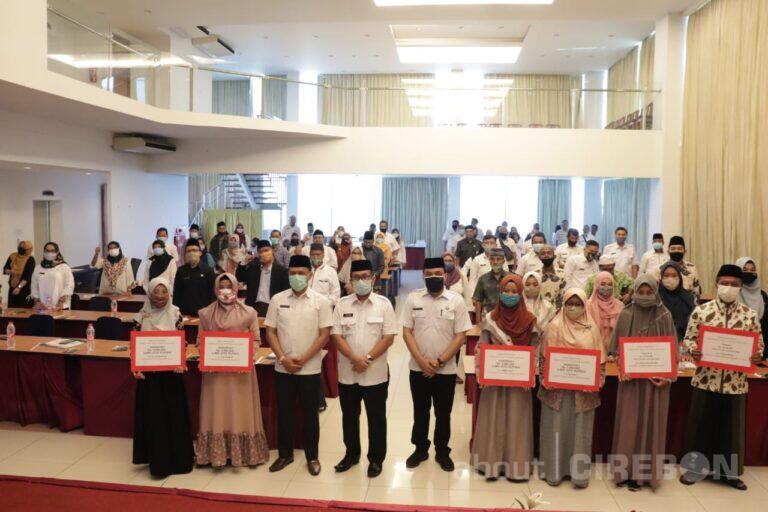 Walaupun Turun Peringkat, Bupati Cirebon Berikan Kadedeuh untuk Kafilah Terbaik MTQ