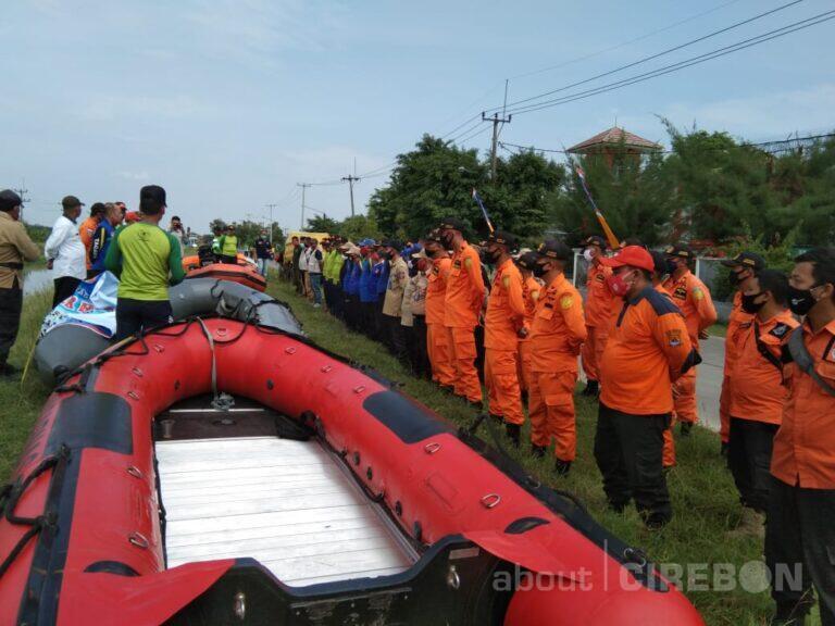 Hadapi Bencana Banjir, Tim Gabungan di Kabupaten Cirebon Lakukan Latihan Water Rescue