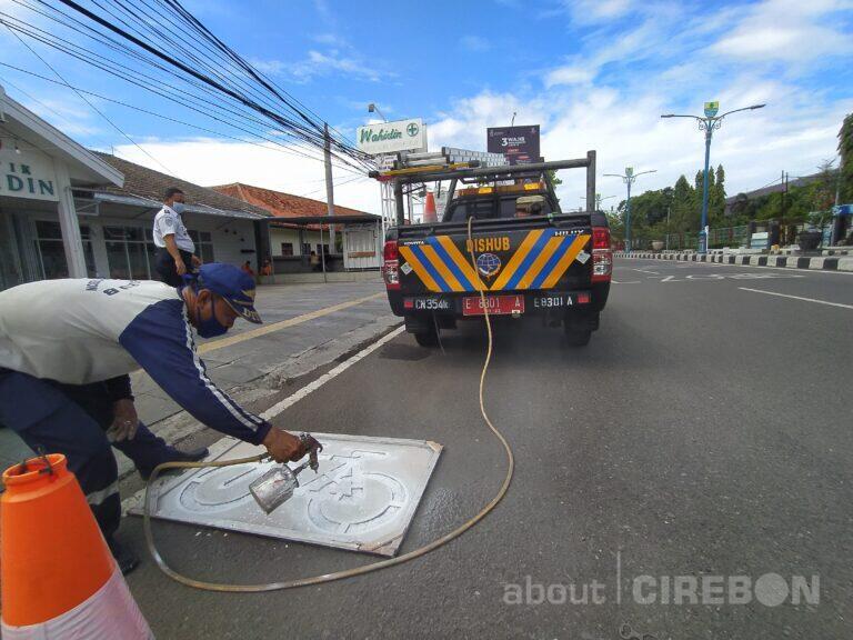 Pengecatan Rambu Jalur Sepeda Mulai Dilakukan di Kota Cirebon