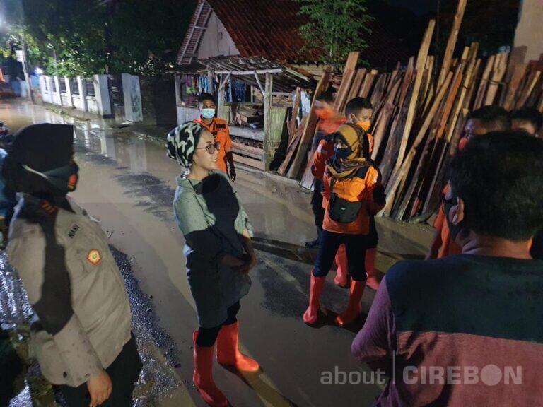 Tinjau Banjir, Anggota DPR Minta Pemerintah Kabupaten Cirebon Buat Roadmap Bencana