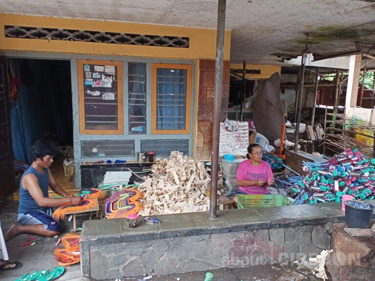 Perajin Terompet di Desa Jamblang Banting Setir Membuat Mainan Otok-otok dan Kuda Lumping