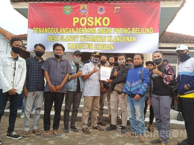 Kumpulan Pecinta Seni Cirebon Salurkan Donasi untuk Desa Slangit