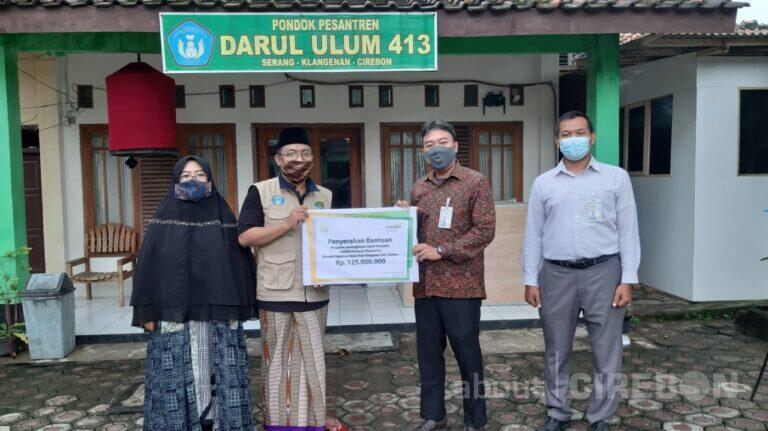 Tingkatkan Ekonomi di Lingkungan Pesantren, Mandiri Syariah bersama Laznas BSM Serahkan Bantuan Program UMKM