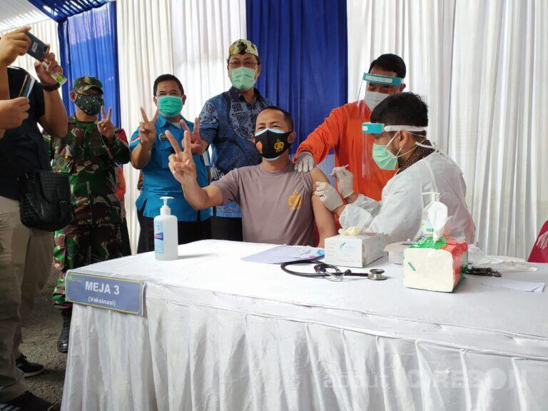 Jajaran Forkopimda dan Nakes Kota Cirebon Ikuti Vaksinasi Tahap Pertama