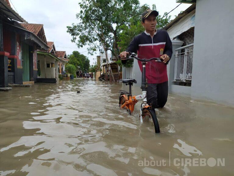 Seribuan Rumah di Desa Suranenggala Kulon Terendam Banjir Sejak Senin Kemarin