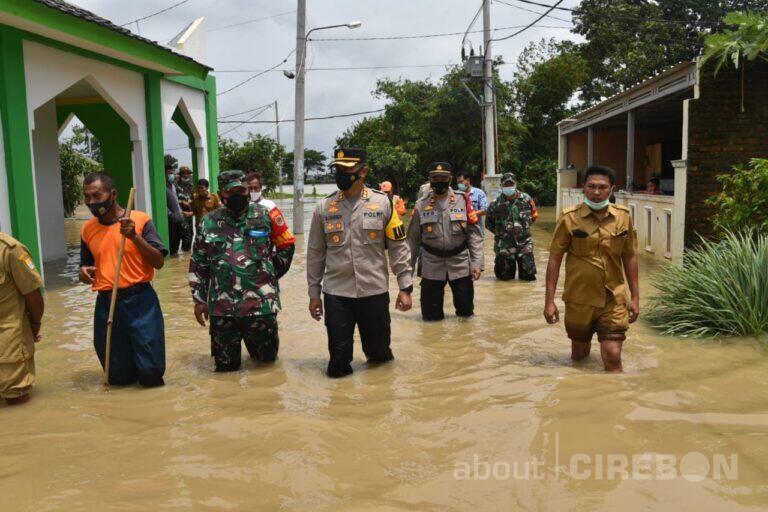 Kapolresta Cirebon, Dandim 0620, dan Ketua DPRD Kabupaten Cirebon Tinjau Lokasi Banjir