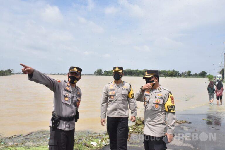 Polresta Cirebon Siagakan Personel Bantu Warga Terdampak Banjir