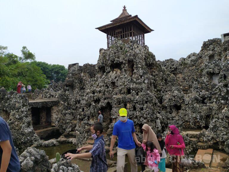 Libur Tahun Baru, Jumlah Pengunjung di Goa Sunyaragi Meningkat