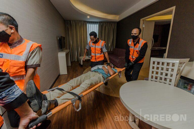 Mengasah Kemampuan Karyawan, Aston Cirebon Hotel Gelar Simulasi Fire Drill