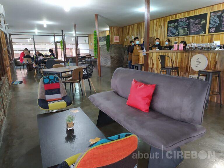 Paddi Cafe & Bistro, Tempat Ngopi Modern dengan Suasana Pinggir Sawah