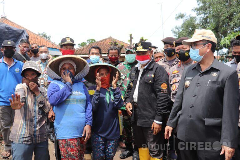 Wagub Jabar Tinjau Lokasi Bencana Puting Beliung di Desa Slangit